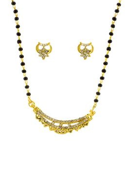 image of Illustrious Golden Color Imitation Pendant Set