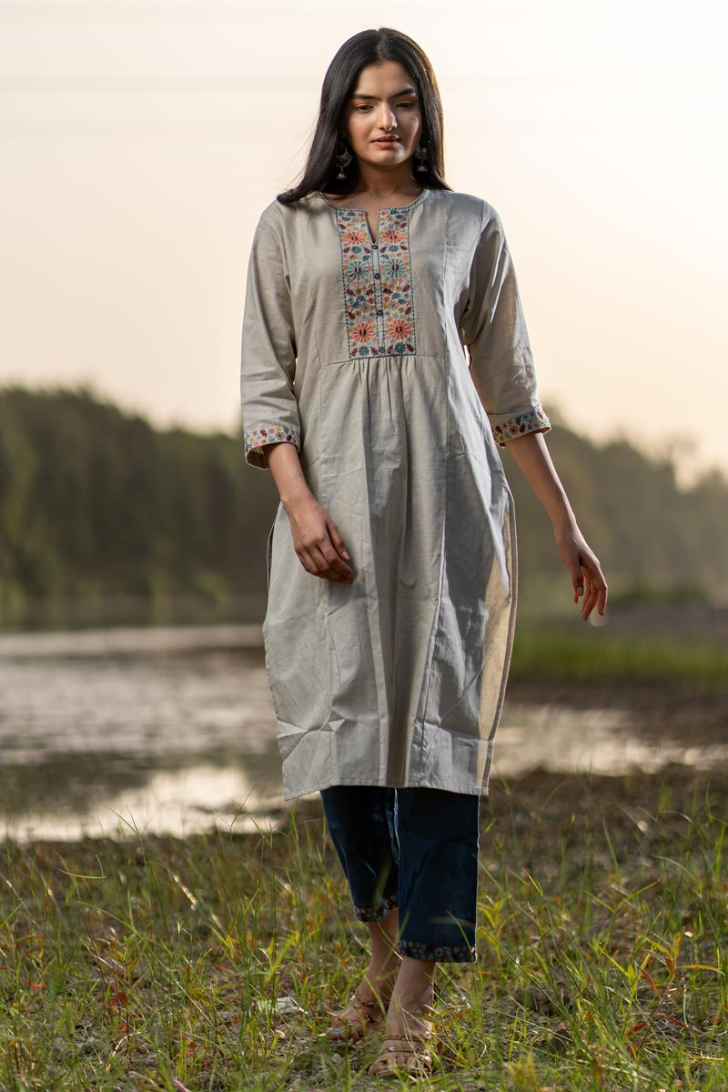 Exclusive Grey Color Casual Wear Cotton Fabric Kurti With Bottom