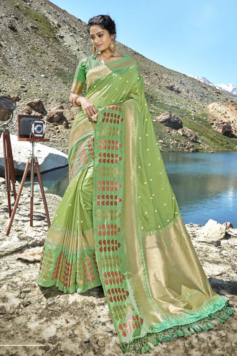 Weaving Work On Green Color Party Wear Saree In Banarasi Silk Fabric With Beautiful Blouse