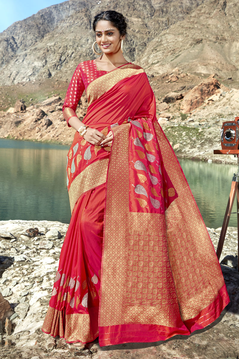 Dark Pink Color Traditional Saree In Banarasi Silk Fabric With Weaving Work