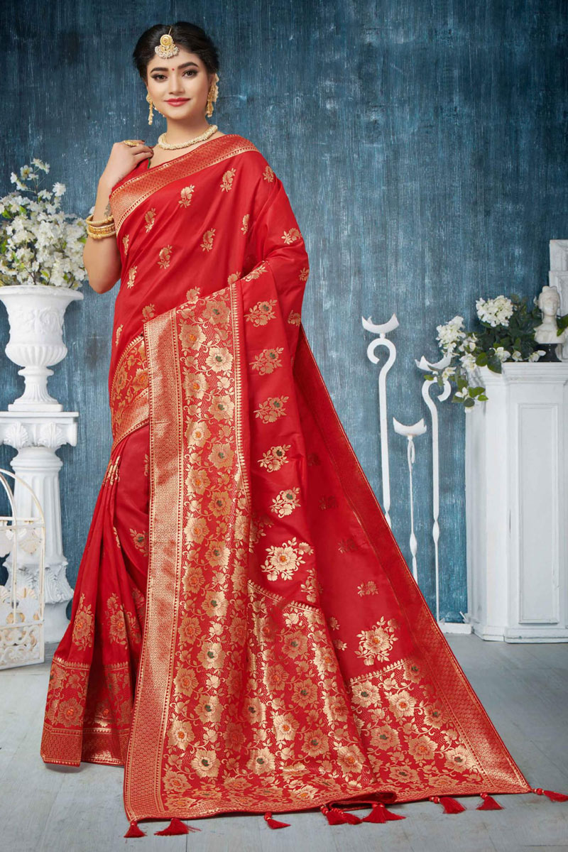 Traditional Red Saree In Banarasi Silk Fabric With Weaving Work For Wedding Function