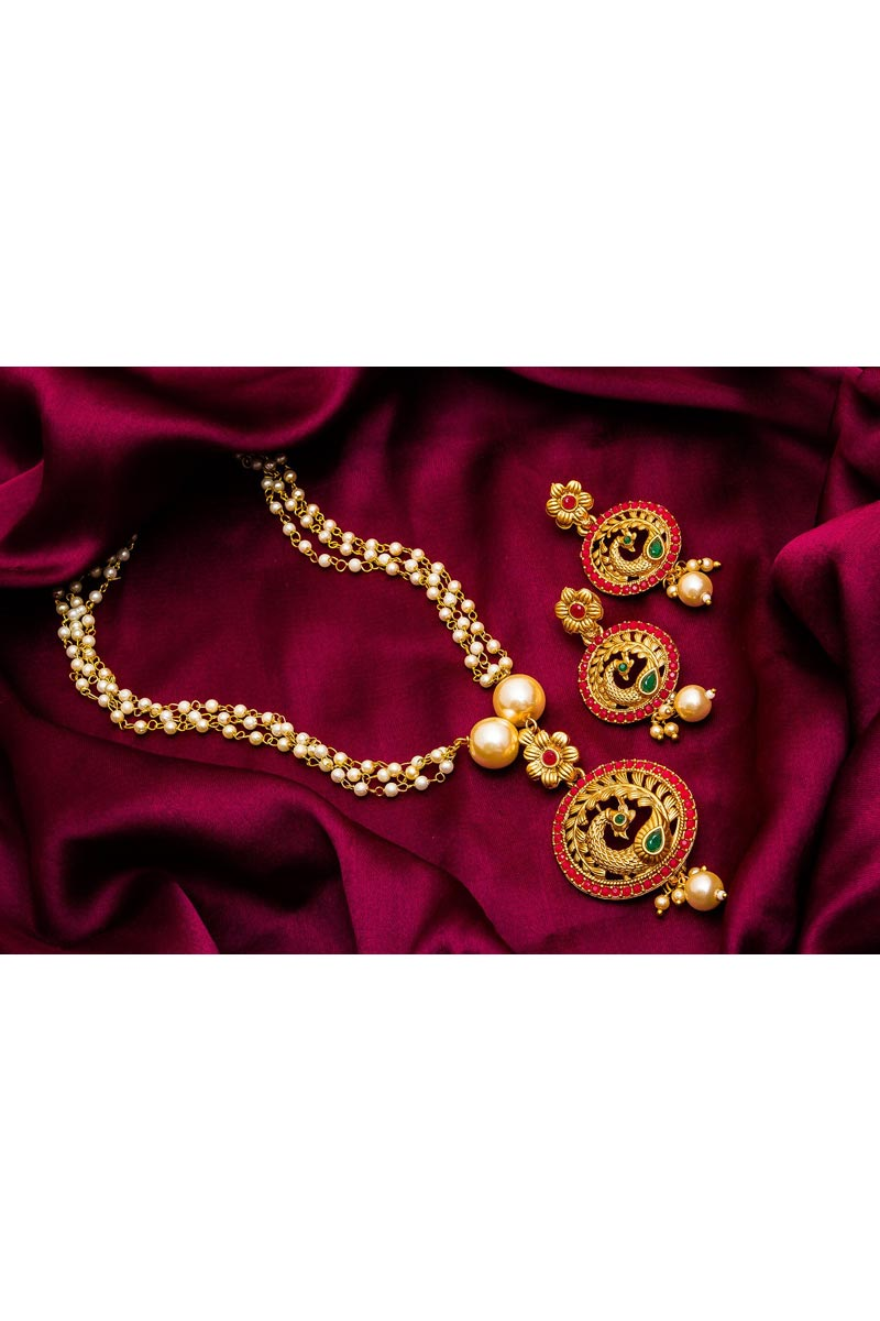 Stylish Golden Color Festive Wear Alloy Metal Necklace Set