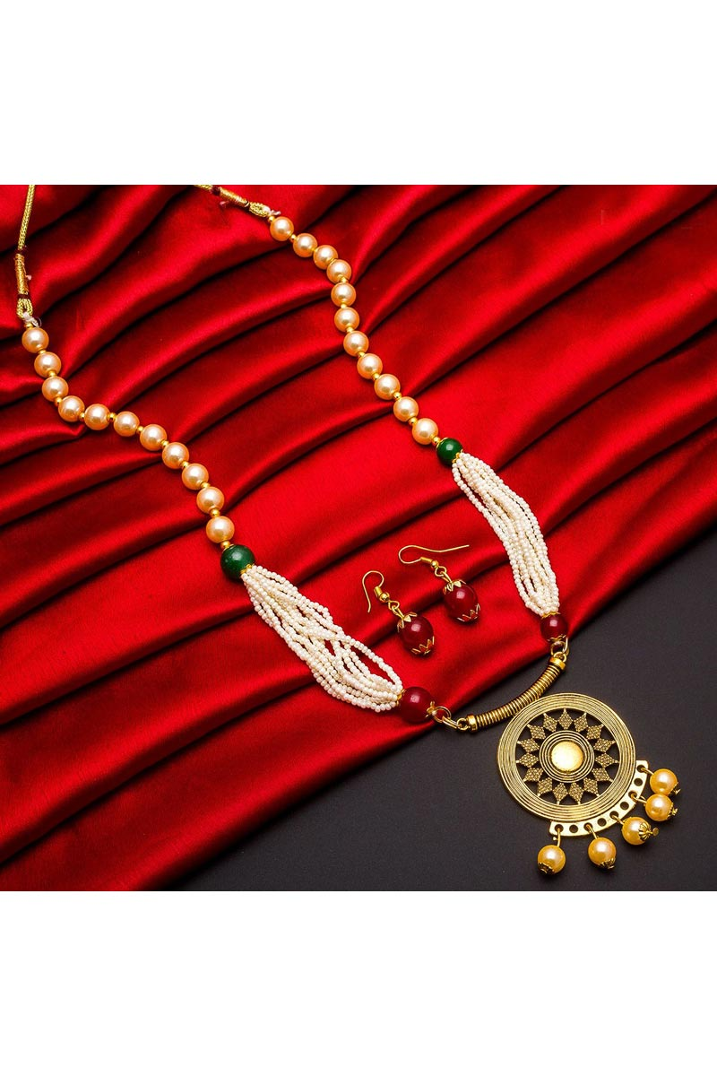 Festive Wear Attractive Alloy Metal Golden Color Necklace Set