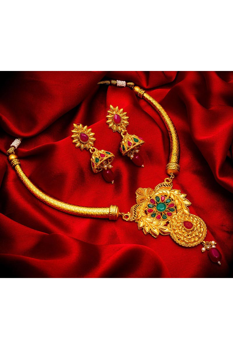 Glamorous Golden Color Traditional Wear Alloy Metal Necklace Set