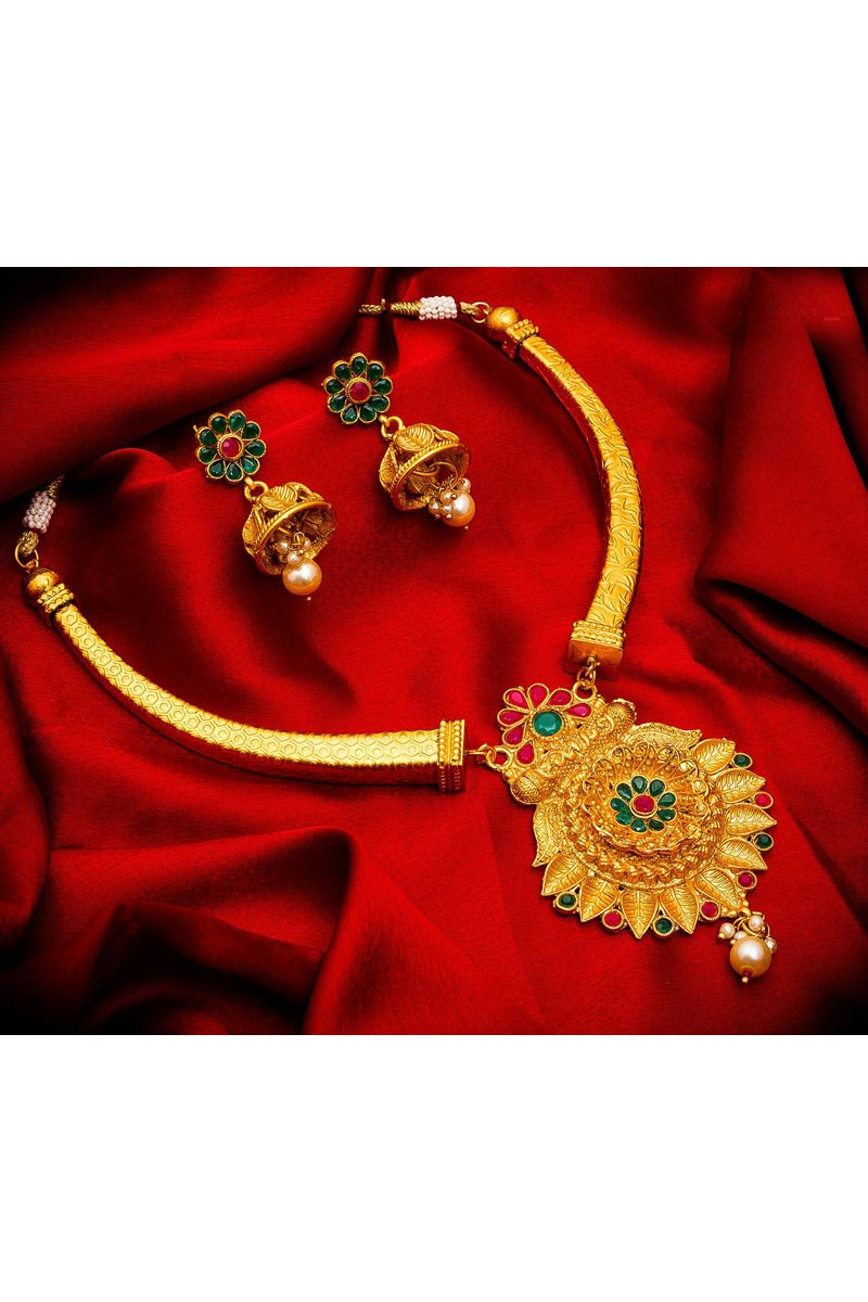 Golden Color Traditional Wear Beautiful Alloy Metal Necklace Set
