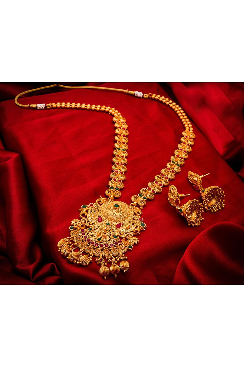 Beautiful Traditional Wear Golden Color Alloy Metal Necklace Set