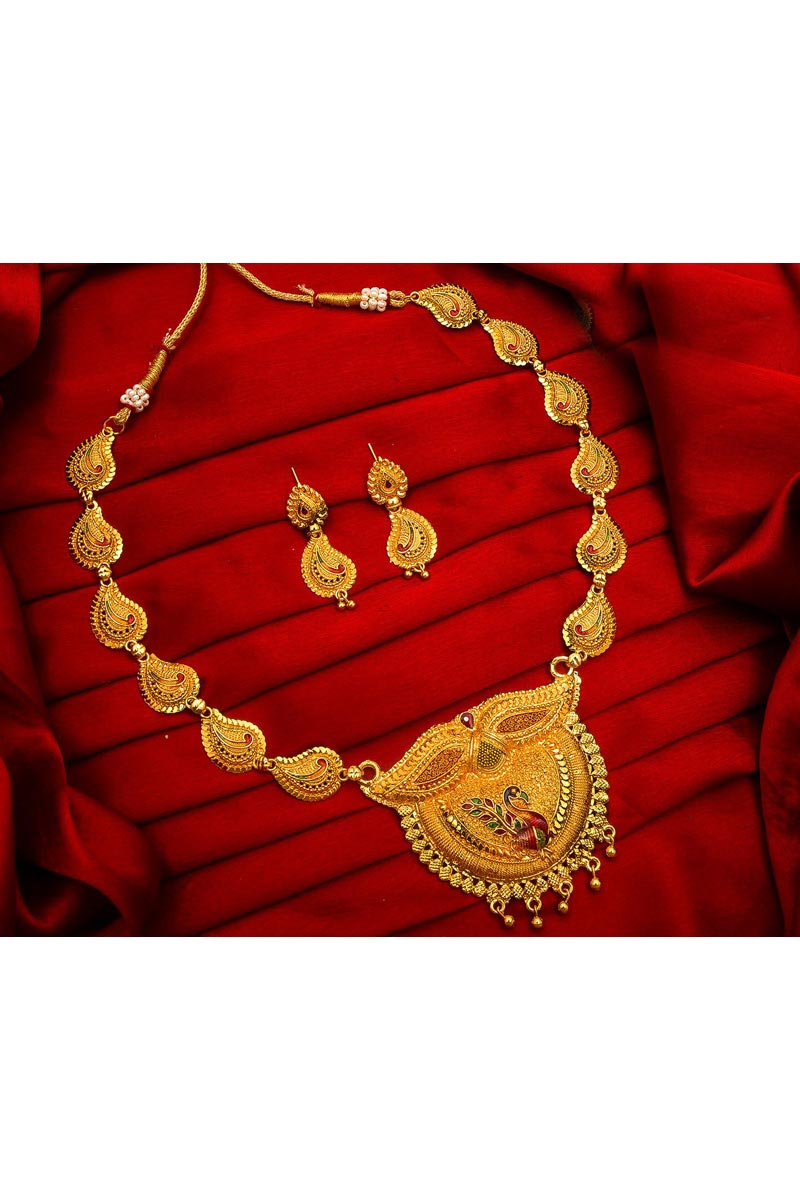 Traditional Wear Classy Alloy Metal Golden Color Necklace Set
