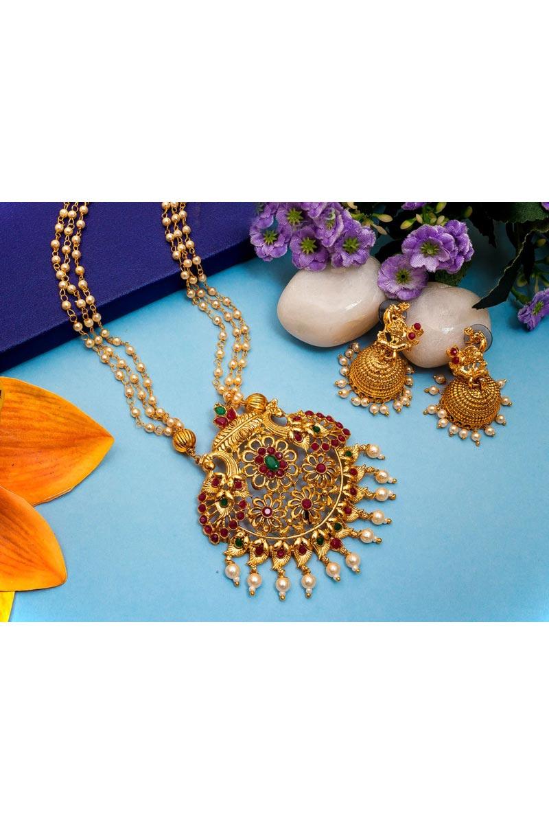 Beguiling Golden Color Festive Wear Alloy Metal Necklace Set