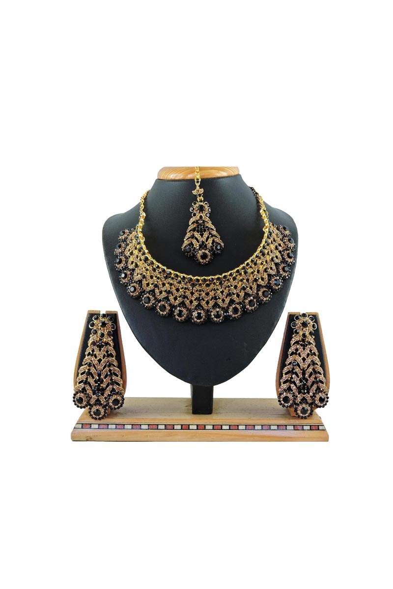 Black Color Alloy Metal Bridal Wear Beguiling Necklace Set