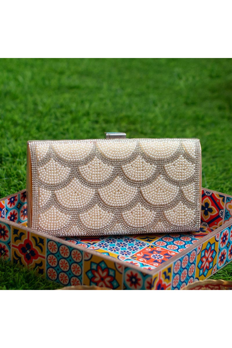Trendy Party Style Clutch Bag For Women In Cream