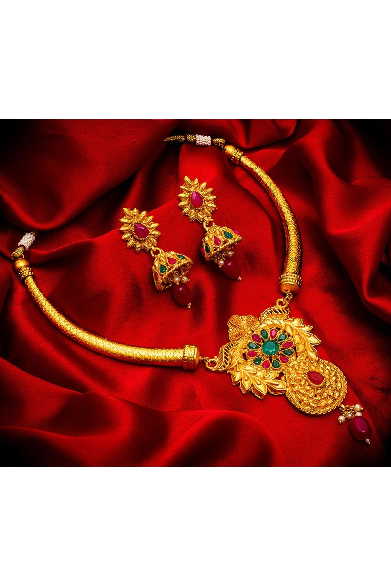 Golden Color Necklace Jewellery Set In Alloy Metal